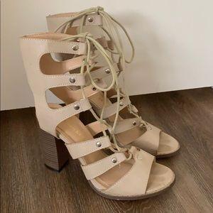 Chase & Chloe lace up chunky heel